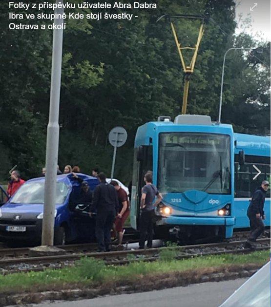 Nehoda tramvaje a osobního automobilu vOstravě 20.září 019.