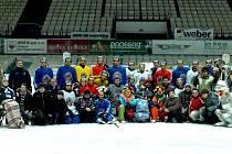 Před blížící se čtvrtfinálovou sérií s Pardubicemi, která startuje ve čtvrtek na východě Čech, si našli hokejisté Vítkovic během jednoho z tréninků čas na to, aby potěšili handicapované děti.
