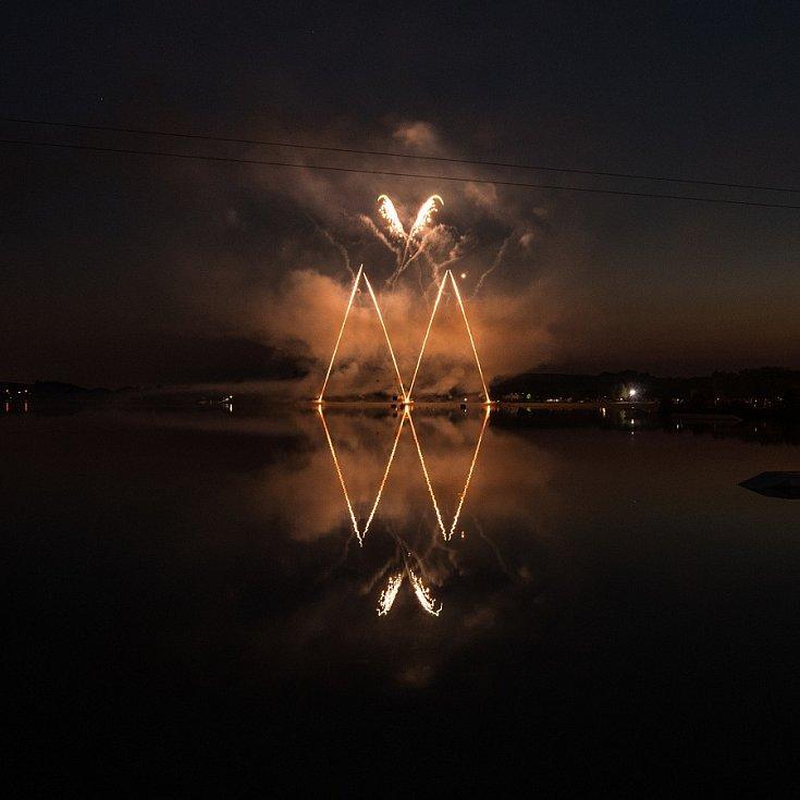 Třídenní festival ohňostrojů i s mezinárodní účastí je vrcholem celoročních oslav 760. výročí města Hlučína. Jako první se divákům představila německá firma Pyroprodukt, která svou show nazvala We Will Rock You.