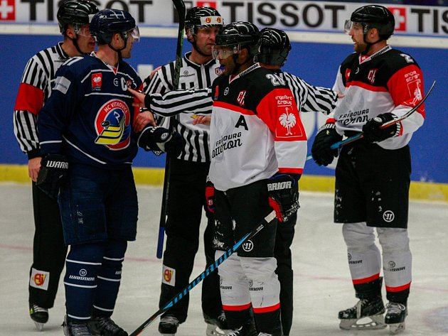 V TĚŽKÉ POZICI jsou hokejisté Vítkovic před dnešní čtvrtfinálovou odvetou Ligy mistrů ve švýcarském Fribourgu, kde se pokusí smazat tříbrankové manko z domácího zápasu.