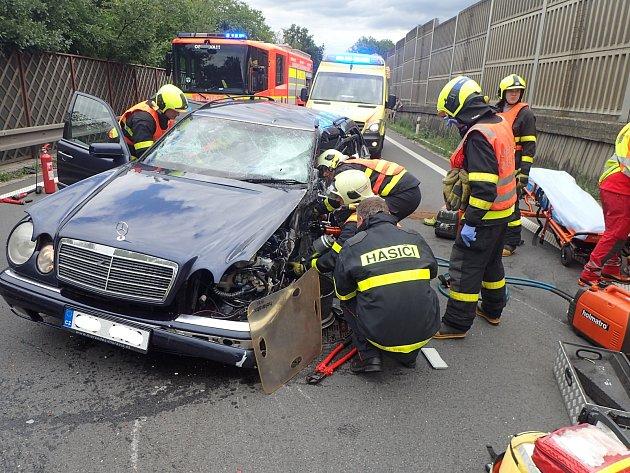 Dopravní nehoda tří vozidel vLudgeřovicích.