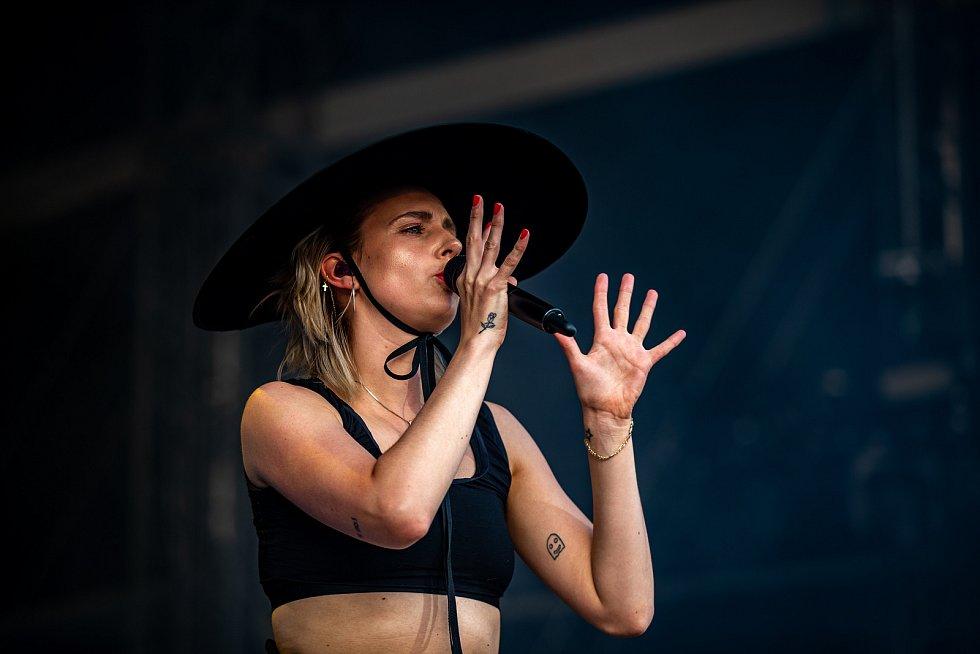 Hudební festival Colours of Ostrava 2019 v Dolní oblasti Vítkovice, 17. července 2019 v Ostravě. Na snímku Dánská zpěvačka MØ, celým jménem Karen Marie Aagaard Ørsted.