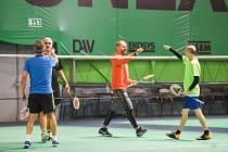 Turnaj klientů a partnerů Moravskoslezského deníku v tenise a badmintonu.