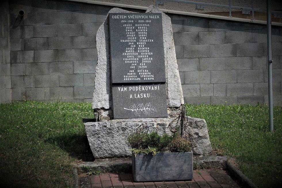 Památník obětem světových válek ve Zbyslavicích.