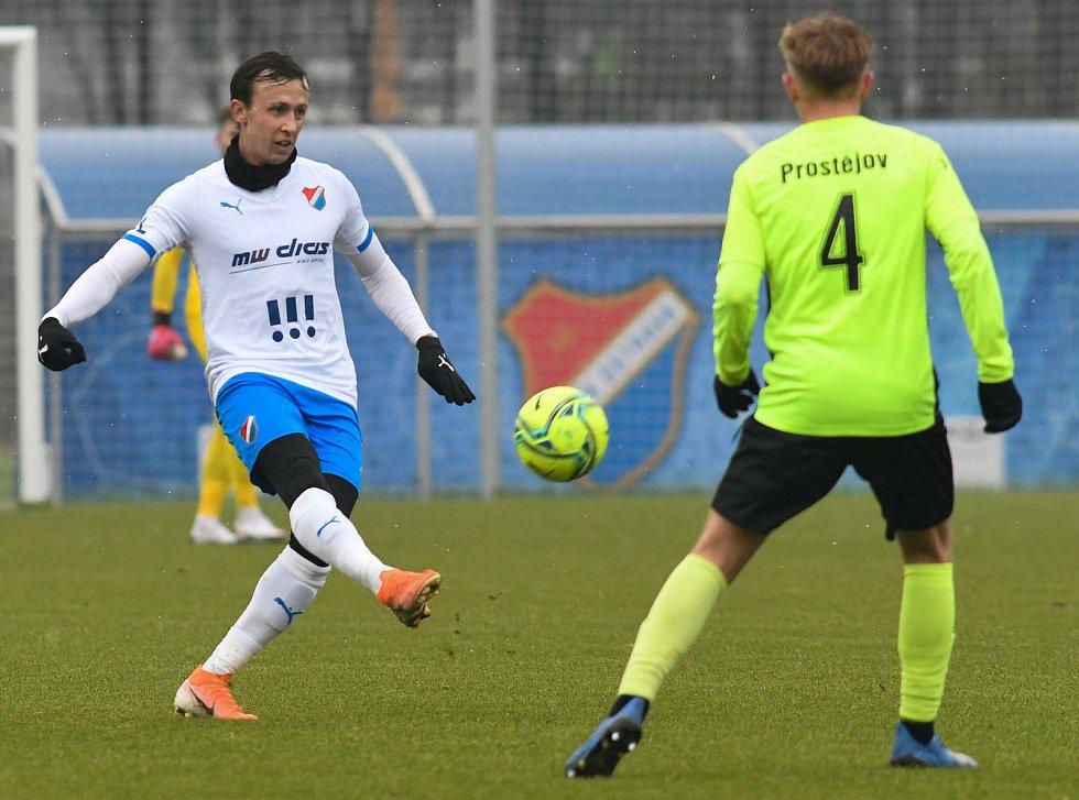 Fotbalisté Baníku Ostrava prohráli přípravné utkání s druholigovým Prostějovem 0:1. (6. ledna 2021, Ostrava). Na snímku vlevo Daniel Tetour.