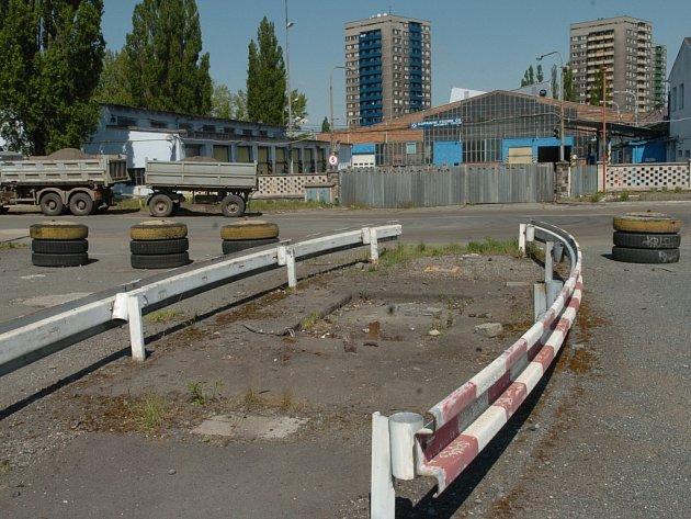 Areál bývalých autobusových garáží v Ostravě-Fifejdách už nepatří dopravnímu podniku.