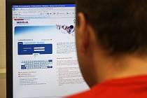 Lidé by měli pečlivě zvážit, z jakých počítačů se připojují k internetovému bankovnictví.