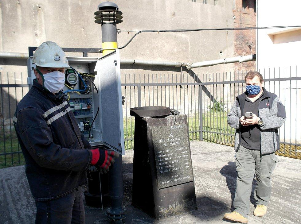 Důlní plyn s chemickou značkou CH₄ je už při nízké koncentraci se vzduchem výbušný a patří i ke specifikům regionu s hornickou minulostí, monitorování výstupů metanu mají na starosti chlapi ze šachty Jeremenko a provoz systému neohrožuje ani koronavirus.