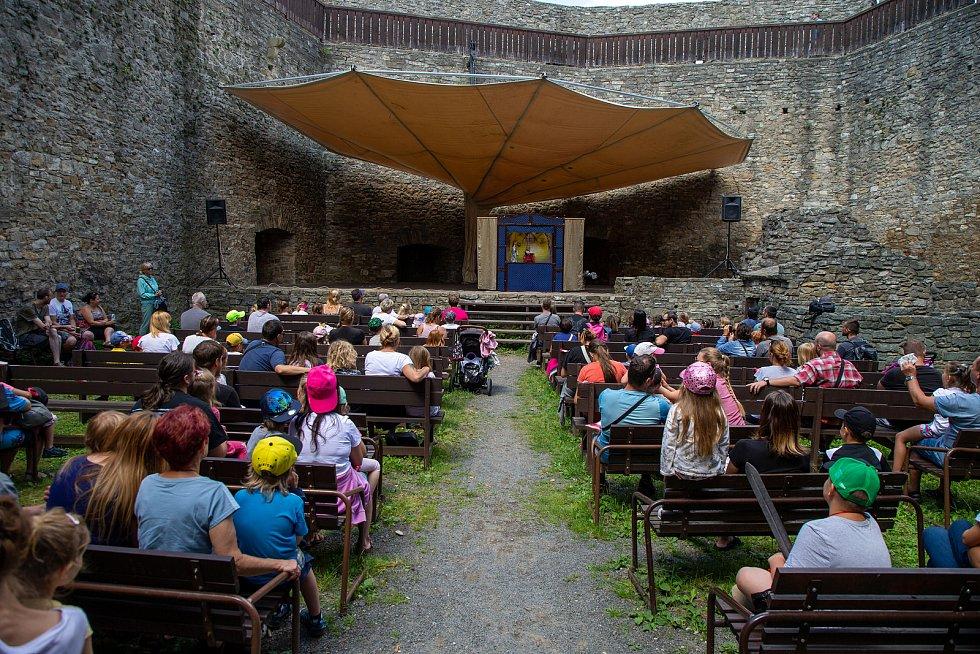 Hrad Hukvaldy, sokolnická a historická show, 10. července 2021.
