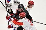 Mistrovství světa hokejistů do 20 let, finále: Rusko - Kanada, 5. ledna 2020 v Ostravě. Na snímku (zleva) Danila Galenyuk, Aidan Dudas a Vasili Podkolzin.