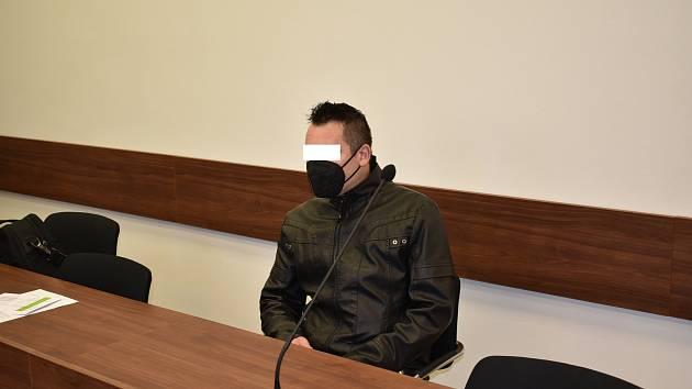 Muž hrozilo až dvacet let vězení. Za strhnutí volantu byl nakonec odsouzen k sedmi rokům vězení.