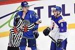 Mistrovství světa hokejistů do 20 let, skupina A: Slovensko - Kazachstán, 27. prosince 2019 v Třinci. Na snímku (zleva) Maxim Musorov a Oliver Okuliar.