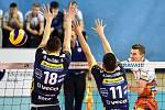 Zápas CEV Volleyball Cup 2020, VK Ostrava - Leo Shoes Modena, 12. února 2020 v Ostravě. Zleva Daniele Mazzone z Modeny, Micah Christenson z Modeny a Jakub Ihnát z Ostravy.