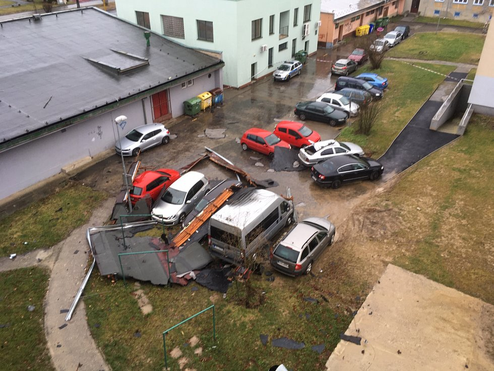 Zásah hasičů a pomoc při odstraňování následků orkánu Sabine v Havířově.