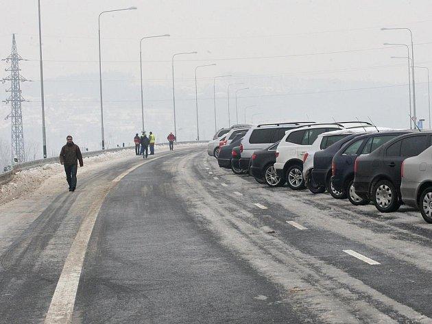 První část dálničního přiváděče Prodloužená Místecká začala v pátek sloužit řidičům. Slavnostního otevření se zúčastnil i ministr dopravy Vít Bárta.