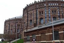 GASOMETER CITY je čtvrť ve Vídni, která vznikla přestavbou čtyř bývalých plynojemů postavených z cihel.