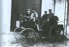 Vůbec prvním automobilem, který zavítal do Ostravy, byl německý Benz Instruktor. Až po něm v roce 1897 dorazil do města kopřivnický Präsident.