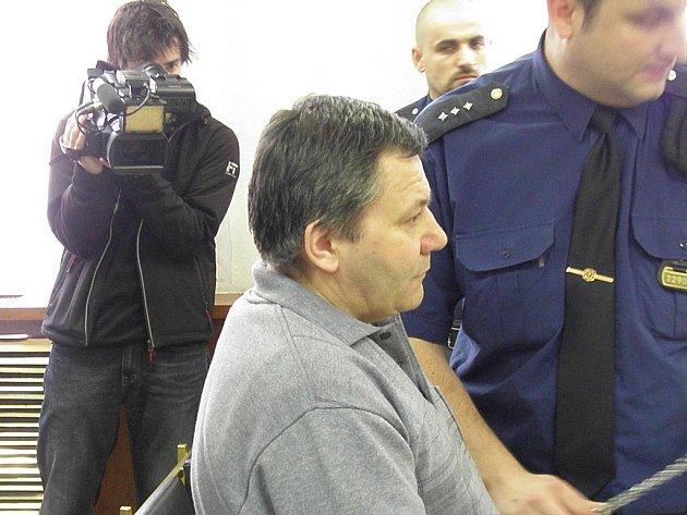 Ke čtrnácti rokům vězení byl v pátek odsouzen šestačtyřicetiletý Pavol Suchár z Karviné, který v květnu loňského roku zabil o dvaadvacet let starší družku.