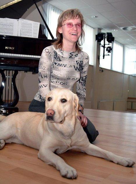 Pavla Čichoňová se svou věrnou labradorkou Jesabel