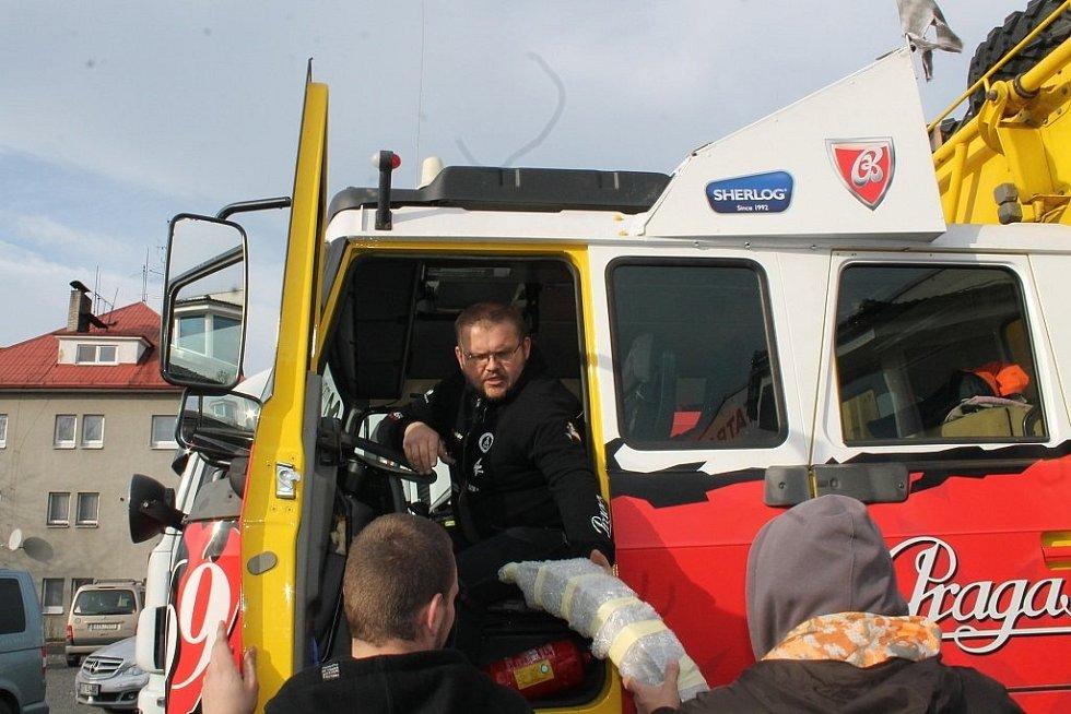 Princezna umřela, ať žije Královna! Loprais Tatra team zkusí na Rallye Dakar štěstí se zcela novým vozem – Královnou. Na odjezd její i doprovodných vozidel se do Frenštátu přišli podívat známí i fanoušci nositelů slavného jména.