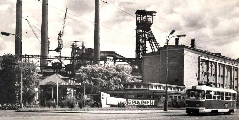 Historický snímek ostravského Dolu Hlubina.