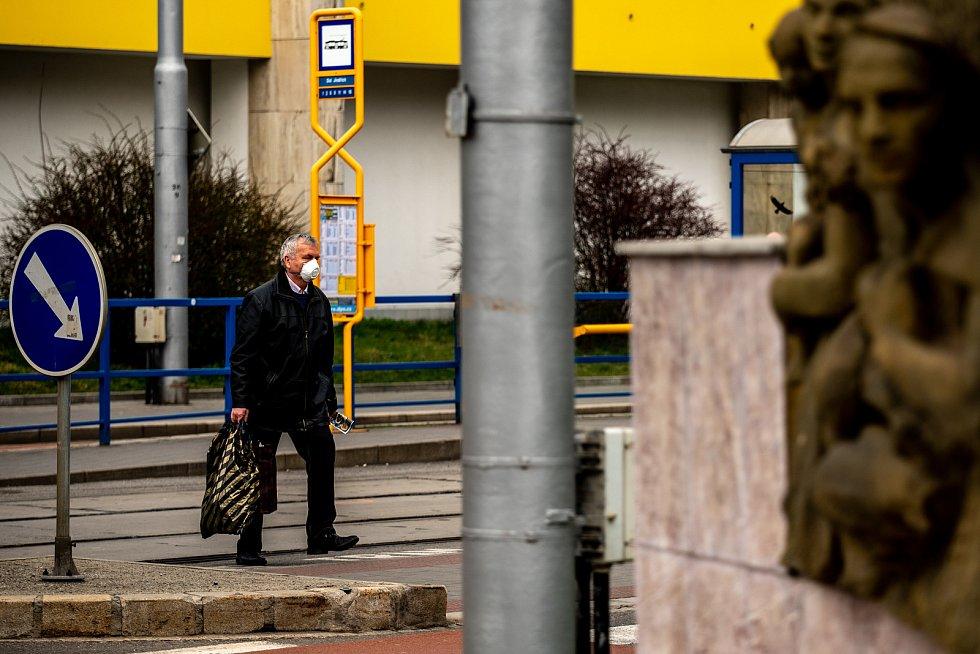 OSTRAVA: V centru města se zastavil čas. Roušky měli všichni