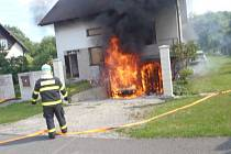 Požár garáže v suterénu rodinného domu v Karviné-Mizerově.