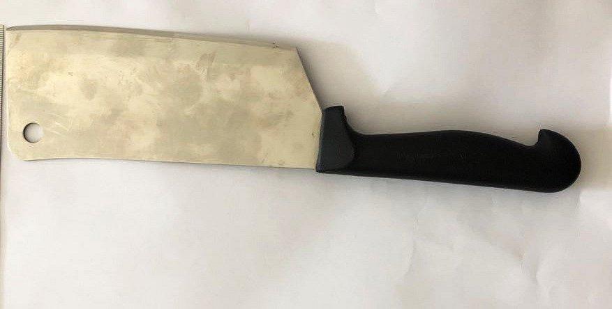 Kuchyňský sekáček na maso vytáhl na dva mladíky v Ostravě-Mariánských Horách muž, který je napadl a oloupil na tramvajové zastávce.Ostrava, 4. června 2021.