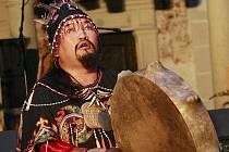 Ilustrační foto. Vystoupení šamana ze stepí na mongolské hranici.