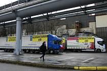Z Ostravy zamířilo pět plně naložených kamionů s humanitární pomocí na Ukrajinu.