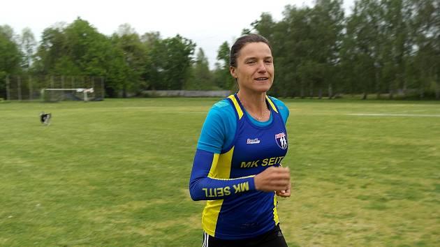 STADION v Martinově, kde sportovkyně strávila svou karanténu, a to stylově při běhání.