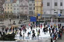 Vánoční kluziště na Masarykově náměstí v Ostravě.