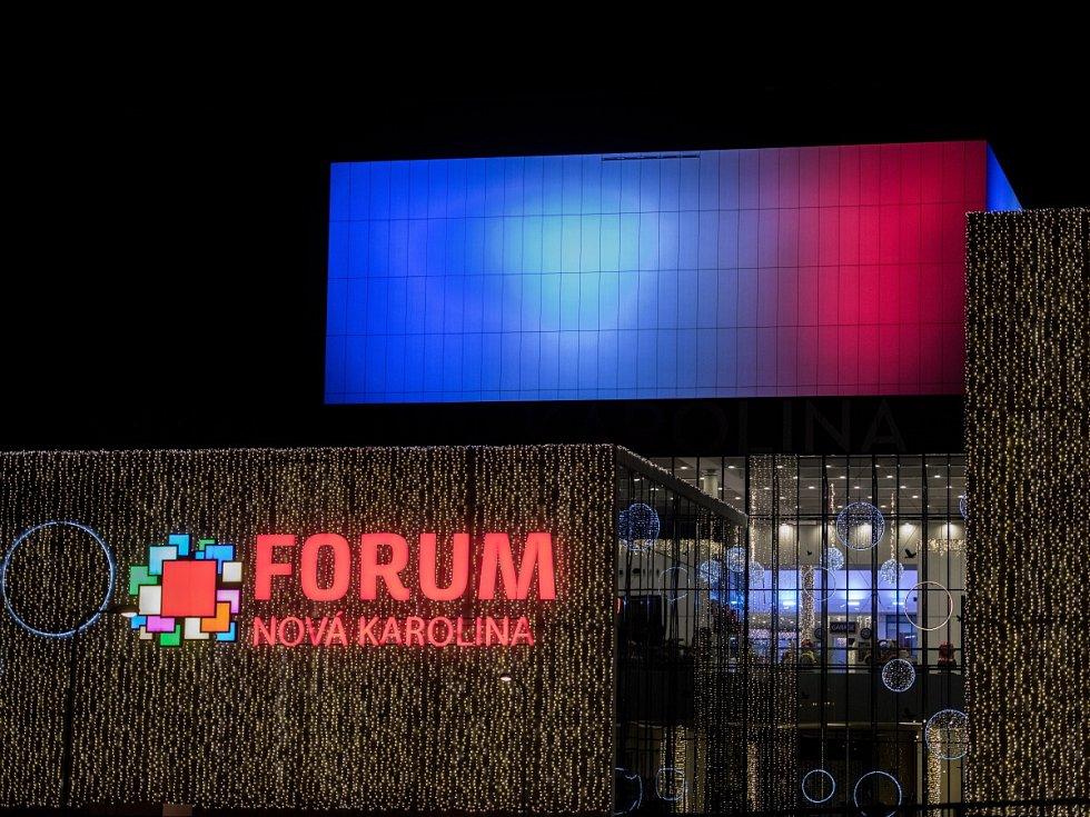 Ostravské obchodní centrum Forum Nová Karolina. Podpora Francii jako reakce na masakr v Paříži.