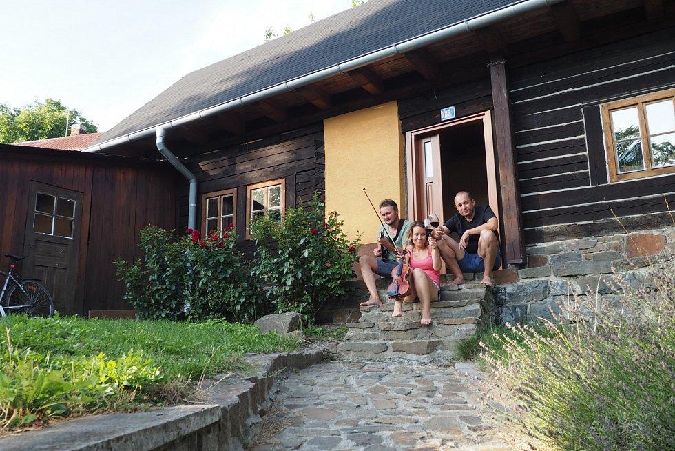 Na Spálově, kde bylo založeno duo Šuranská & Uvira.