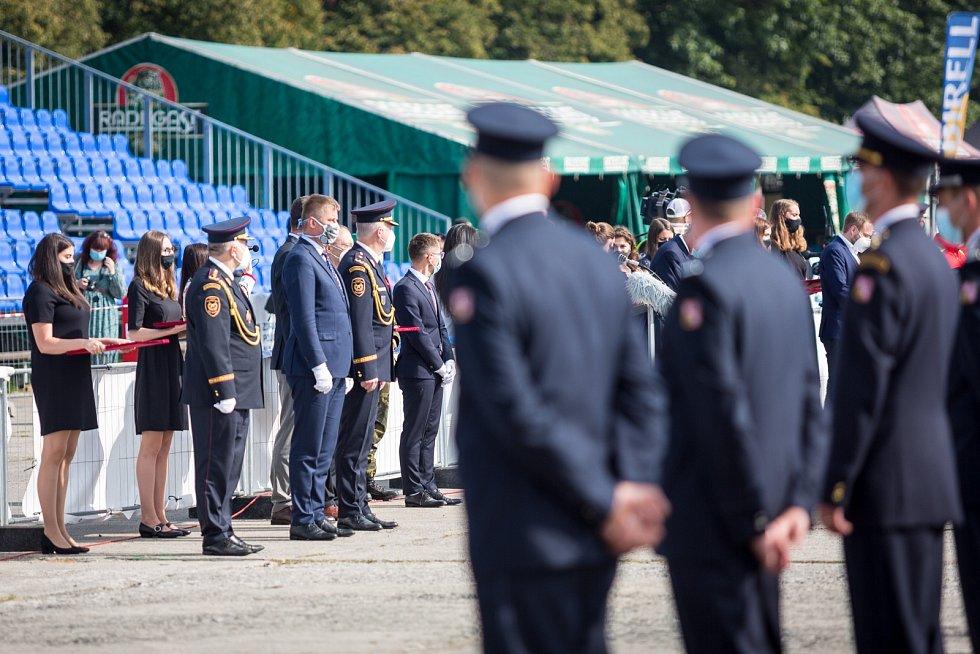 Jedním z bodů nedělního programuna Letišti Leoše Janáčka v rámci Dnů NATO bylo i slavnostní oficiální poděkování za nasazení bezpečnostních sborů a složek IZS proti šíření nového typu koronaviru SARS-CoV-2, který způsobuje onemocnění COVID-19.
