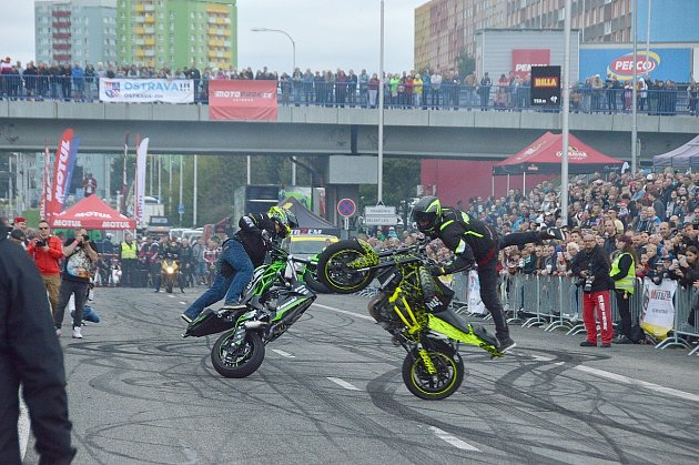 Kaskadérská show Road Circus, září 2021, Ostrava-Jih.