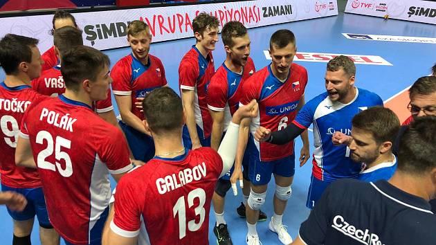 Formu českých volejbalistů před ME v Ostravě prověřilo Turecko. Výběr trenéra Jiřího Nováka mu v Istanbulu podlehl 0:3 a 1:3.