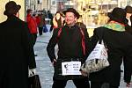 Milovníci kultovního britského televizního seriálu Monty Pythonův létající cirkus se ve středu odpoledne sešli na mostě Miloše Sýkory a prošli centrem Ostravy.