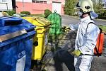 Dezinfekce kontejnerů ve Slezské Ostravě.