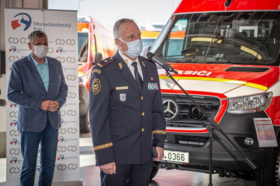 Předání nové techniky Hasičům, 24. července 2020 v Ostrava. Krajský ředitel HZS MSK Vladimír Vlček.