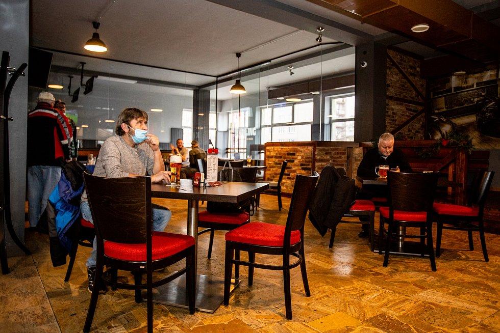 Restaurace Kotva v Ostravě Zábřehu, 17. prosince 2020.