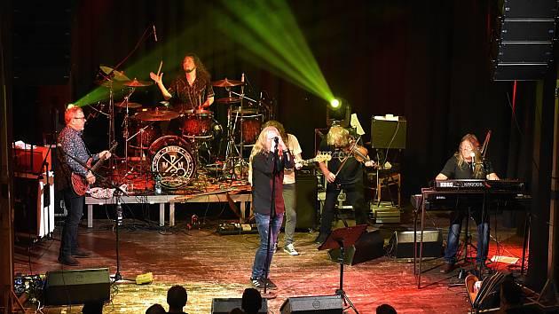 Špičkoví muzikanti české hudební scény se ve středu představili jako kapela Supergroup v kulturním domě v Příboře.