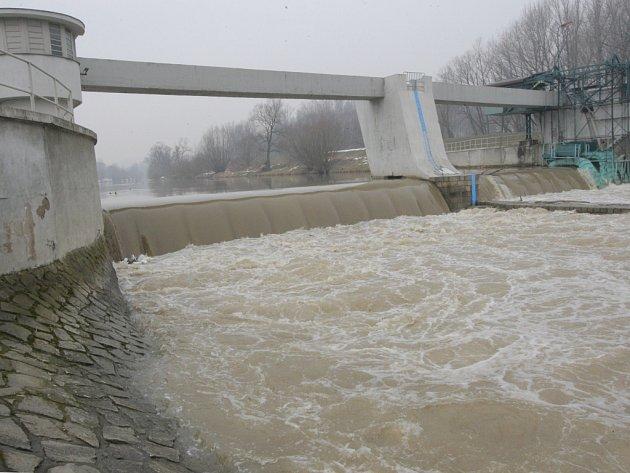 Hladina řek se zvedá jen mírně.