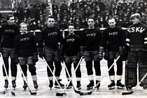 Utkání Vítkovic a Sparty z roku 1937.