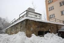 Bývalá kotelna, kterou obývají bezdomovci, dělá starost obyvatelům domů na Horní ulici v Ostravě-Hrabůvce.