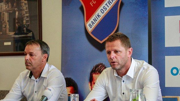 Sportovní ředitel Baníku Dušan Vrťo (vlevo) na snímku s koučem ostravských fotbalistů Radimem Kučerou.