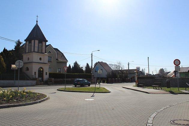 Náměstí a zastávka Martinov, střed.
