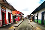 Barevné uličky v Kolumbii.