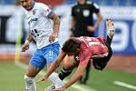 Utkání 2. kola první fotbalové ligy: FC Baník Ostrava - SK Dynamo České Budějovice, 28. srpna 2020 v Ostravě. Zleva Daniel Holzer z Ostravy a Patrik Brandner z Českých Budějovic.