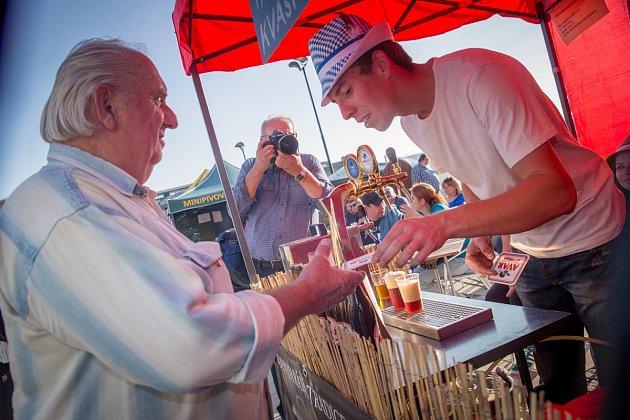 První ročník pivního festivalu Karolina Oktoberfest nabídl více, než jen piva třiceti regionálních pivovarů.